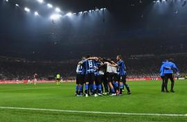 Milánó most kék-fekete színben pompázik
